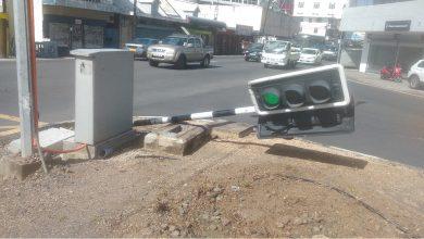 Photo of Les rafales ont raison d'un pylône, d'un panneau et d'un feu de signalisation