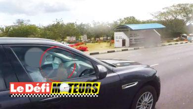 Photo of Pailles : Il compte son argent au volant