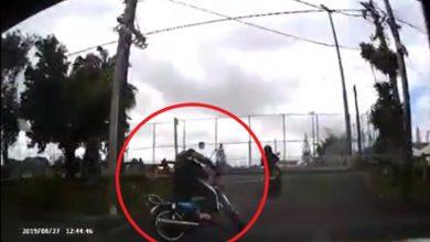 Photo of Floréal : Sans casque, ce motocycliste imprudent tombe presque devant une auto
