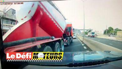 Photo of Port Louis : Un chauffeur de camion prêt à écraser une voiture pour changer de voie
