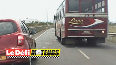 Photo of Flic en Flac : Ce chauffeur de bus double entre les voitures