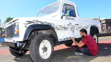 Photo of Port Louis : Calligraphie arabe, un Land Rover se prête au jeu